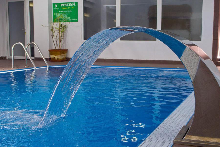 Vacanta pe valea oltului 2018 calimanesti caciulata complex domnitei - Hotel piscina in camera ...
